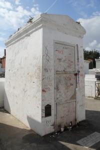 tomb-333659_1280
